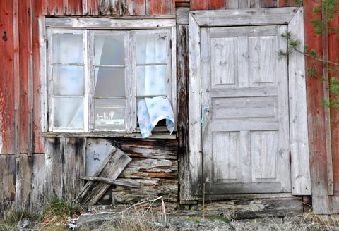 Picture of some really old windows and a door